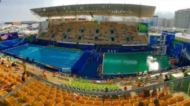 На Олимпиаде в одном из бассейнов вода стала зеленой. Фото: www.bbc.com