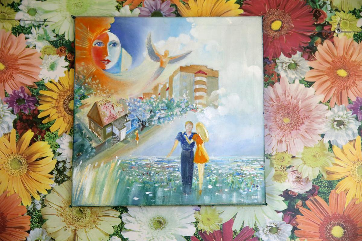 Вдохновением для создания картины «Неделимы» послужила девушка, которую Александр видел из окна своего  дома в течение 25 лет. Фото: Евгений ТИХАНОВИЧ