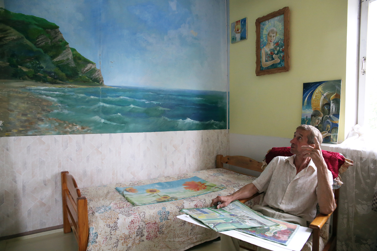На одной из стен своего дома Александр изобразил воспоминание о Шепси. Фото: Евгений ТИХАНОВИЧ