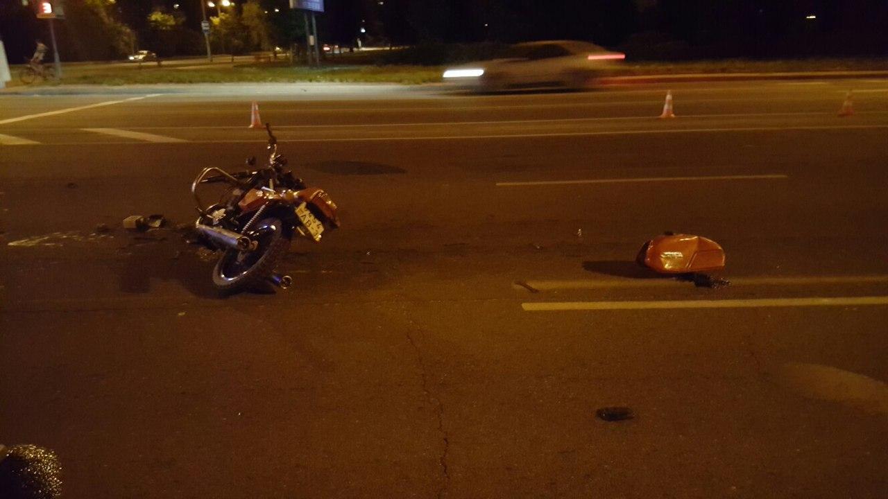 ДТП с участием мотоцикла и иномарки. Фото: Николай Миландри,  Группа ВКонтакте https://vk.com/moto_drug_bar
