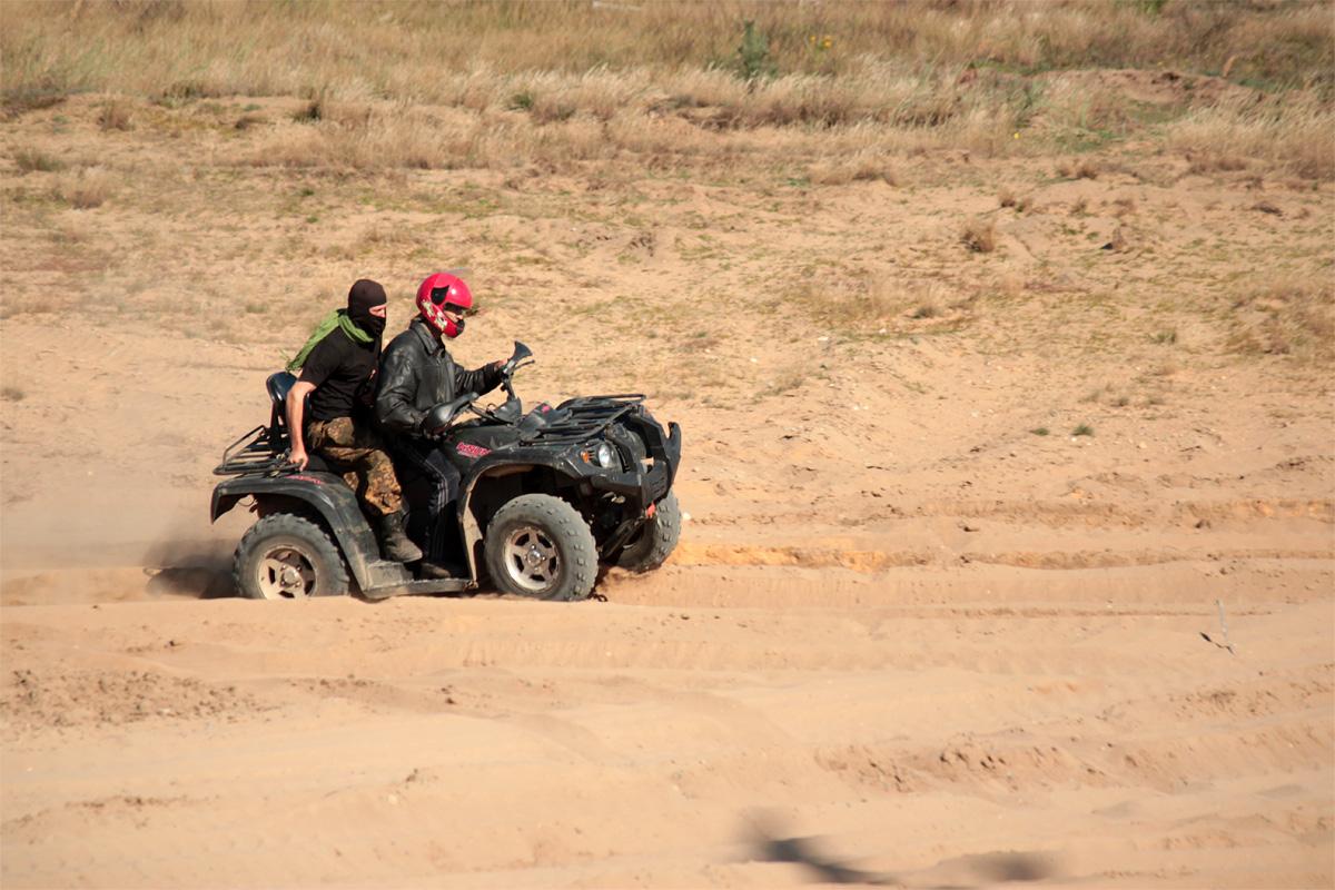 Лица, участвующие в незаконном вооруженном формировании. Фото: Юрий ПИВОВАРЧИК