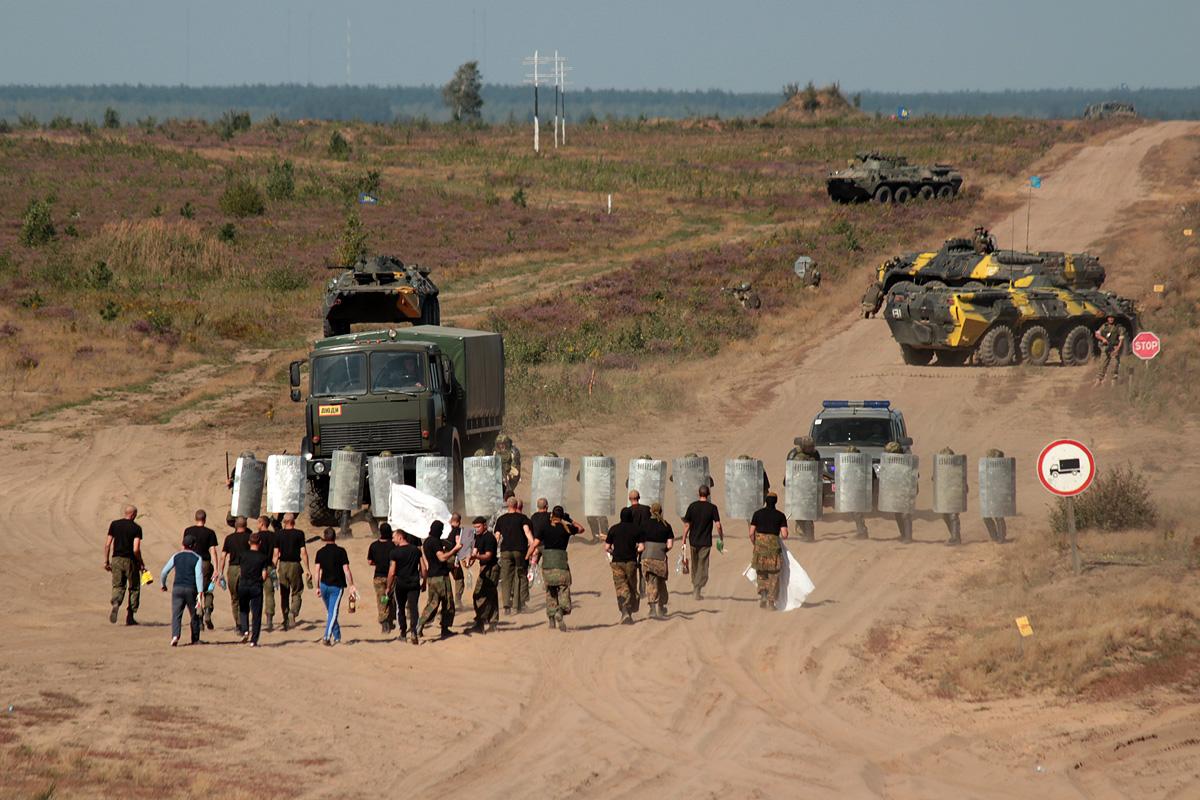 Отражение нападения незаконного вооруженного формирования. Фото: Юрий ПИВОВАРЧИК