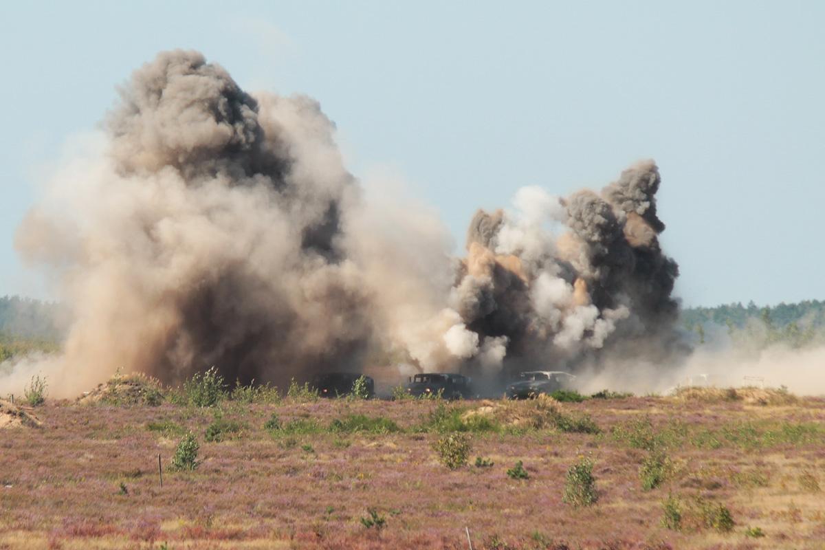 Атака с воздуха на автомобили террористической группы. Фото: Юрий ПИВОВАРЧИК