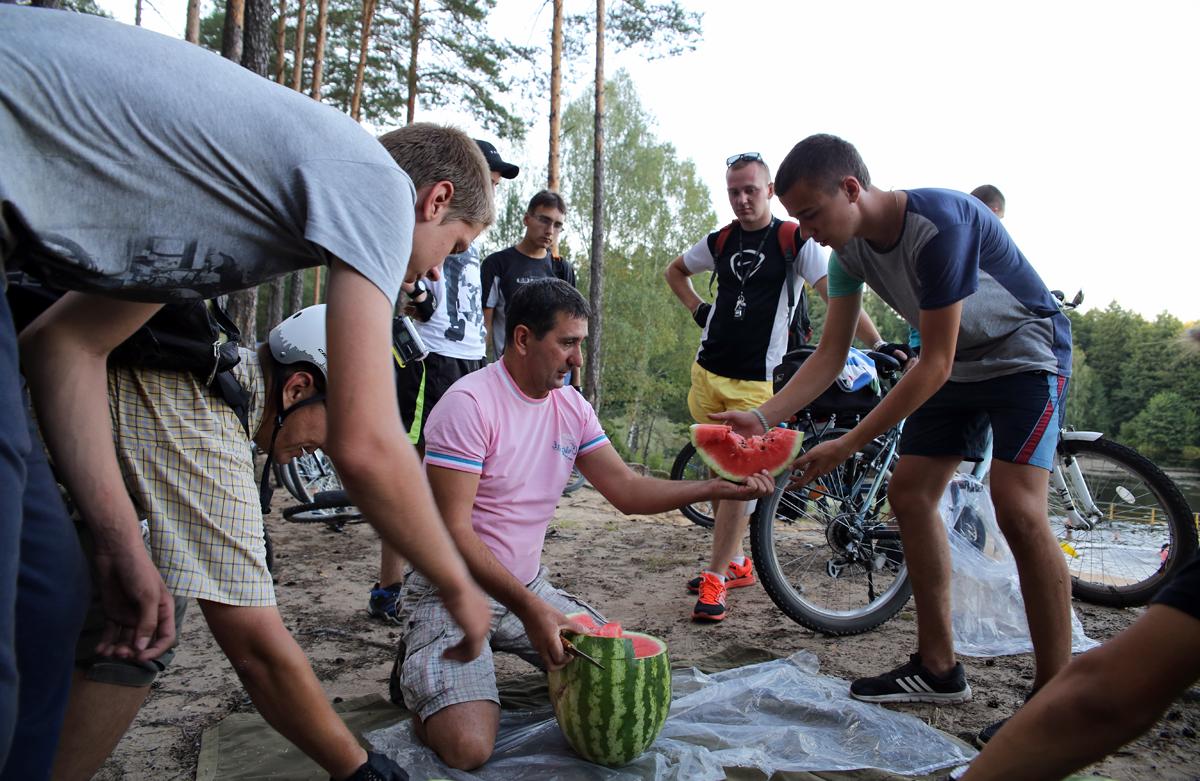 Привал около реки Кочерыжка. Фото: Евгений ТИХАНОВИЧ