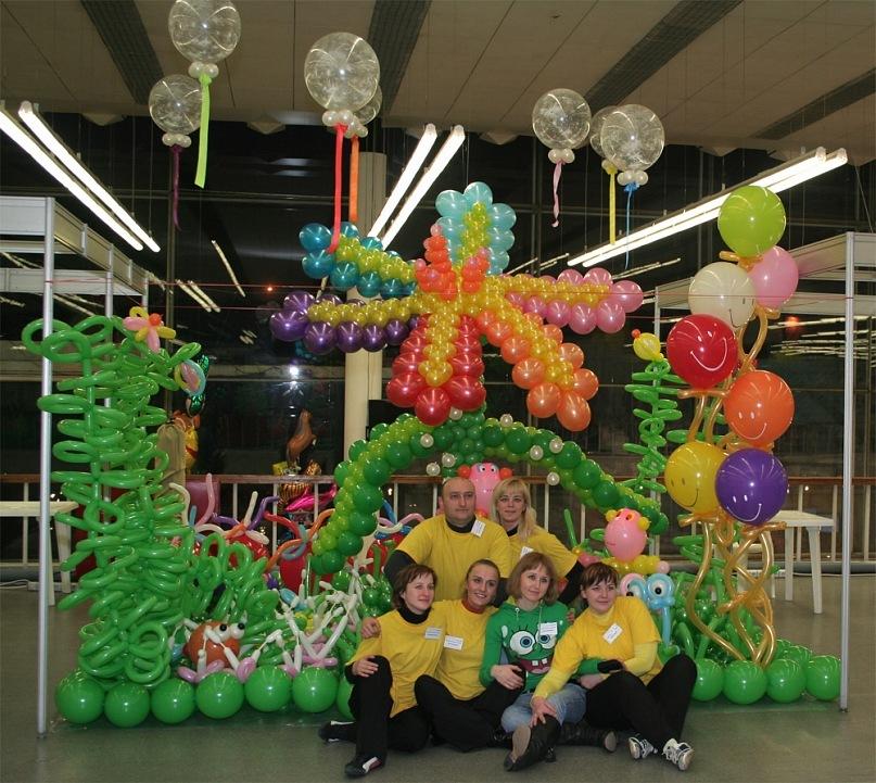 Команда центра СЮРПРИЗ – серебряный призер первого Белорусского карнавала воздушных шаров Паветра-2010. Фото: архив Веры КУНАШЕНКО