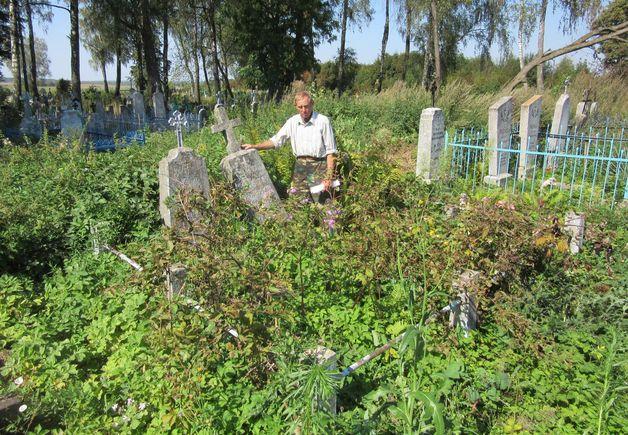 Могилы жертвам Великой Отечественной войны на кладбище сейчас находятся в запустении. Фото: предоставлено Владимиром ГУНДАРЕМ