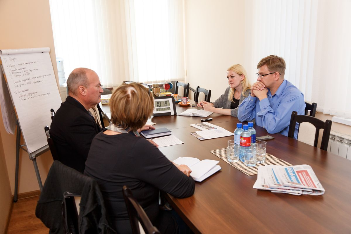 Наблюдатели ОБСЕ в редакции Intex-press. Фото: Александр КОРОБ