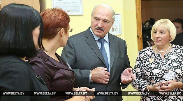 Лукашенко пообещал на25% поднять заработную плату учителям