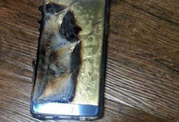 Самсунг остановила продажи Galaxy Note 7 из-за взрывов аккамуляторных батарей