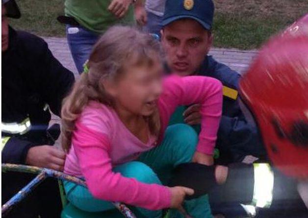ВМинске девочка застряла вкресле карусели— потребовалась помощь спасателей