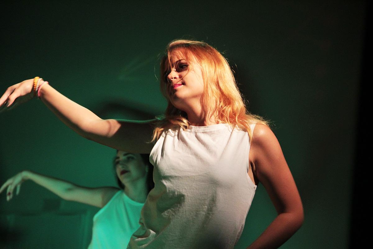 Танцевальная группа «JMLV». Фото: Юрий ПИВОВАРЧИК