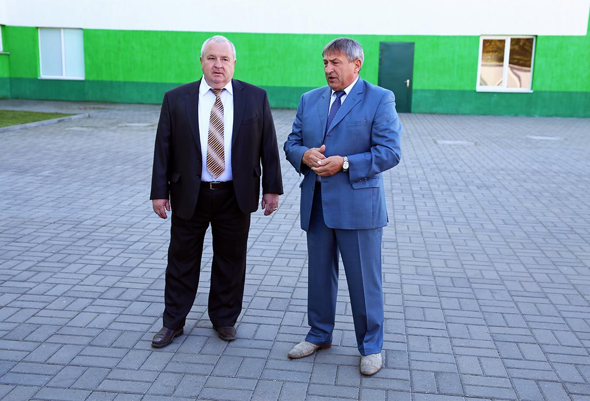 Председатель горсовета депутатов Александр Селифонтов (справа) и директор ОАО Торгмаш Александр Раткевич. Фото: Евгений ТИХАНОВИЧ