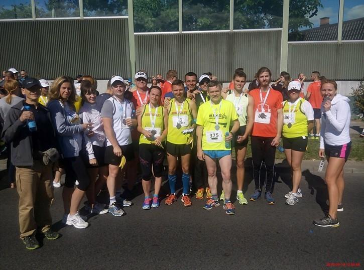 Бегуны из клуба Run4Fun ( в центре). Фото: сайт t-styl.info
