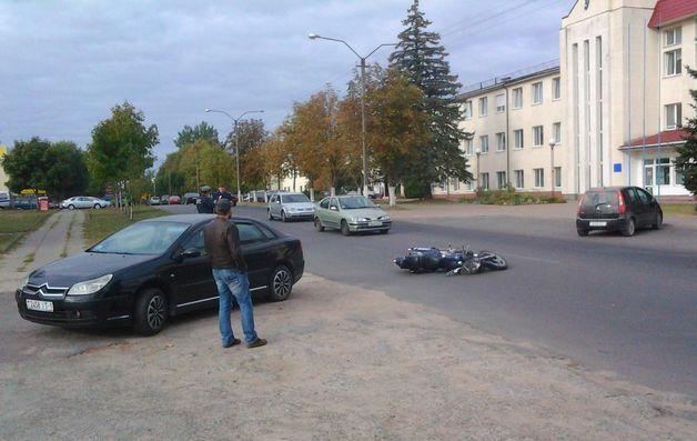 В Барановичах при попытке избежать столкновения с «Ситроеном», пострадал мотоциклист