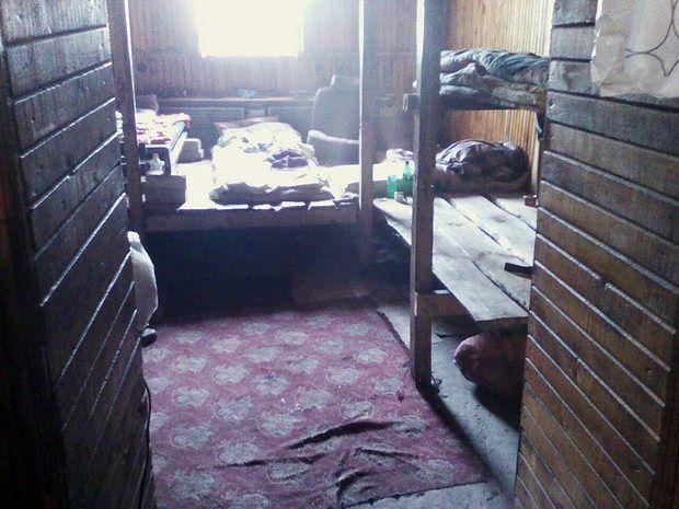 Быт людей, попавших в рабство. Пресс-служба УВД Брестского облисполкома.