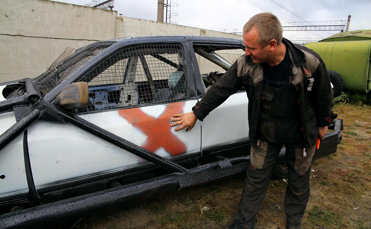 Запрещается бить соперника по водительской двери. Фото: Евгений ТИХАНОВИЧ