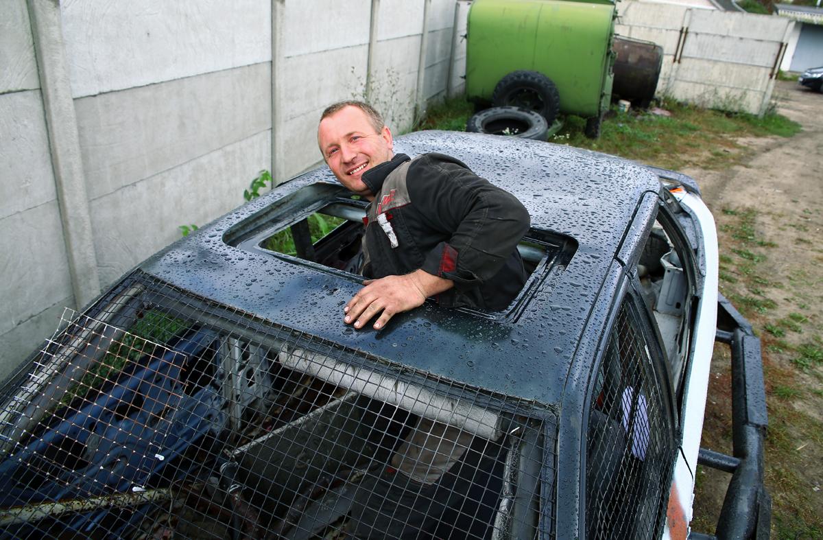 Вход в машину осуществляется через люк. Фото: Евгений ТИХАНОВИЧ