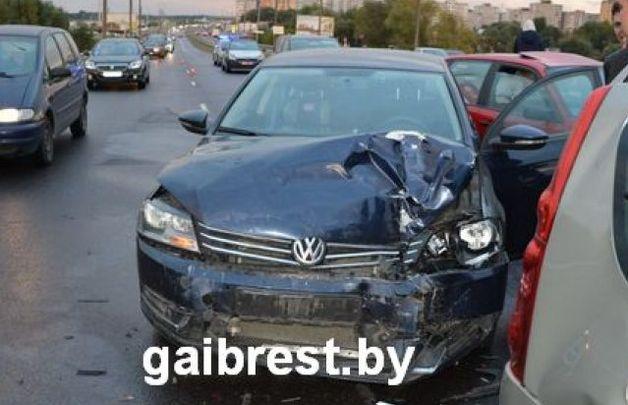 4 ДТП наодном путепроводе вБресте: 13 авто повреждены