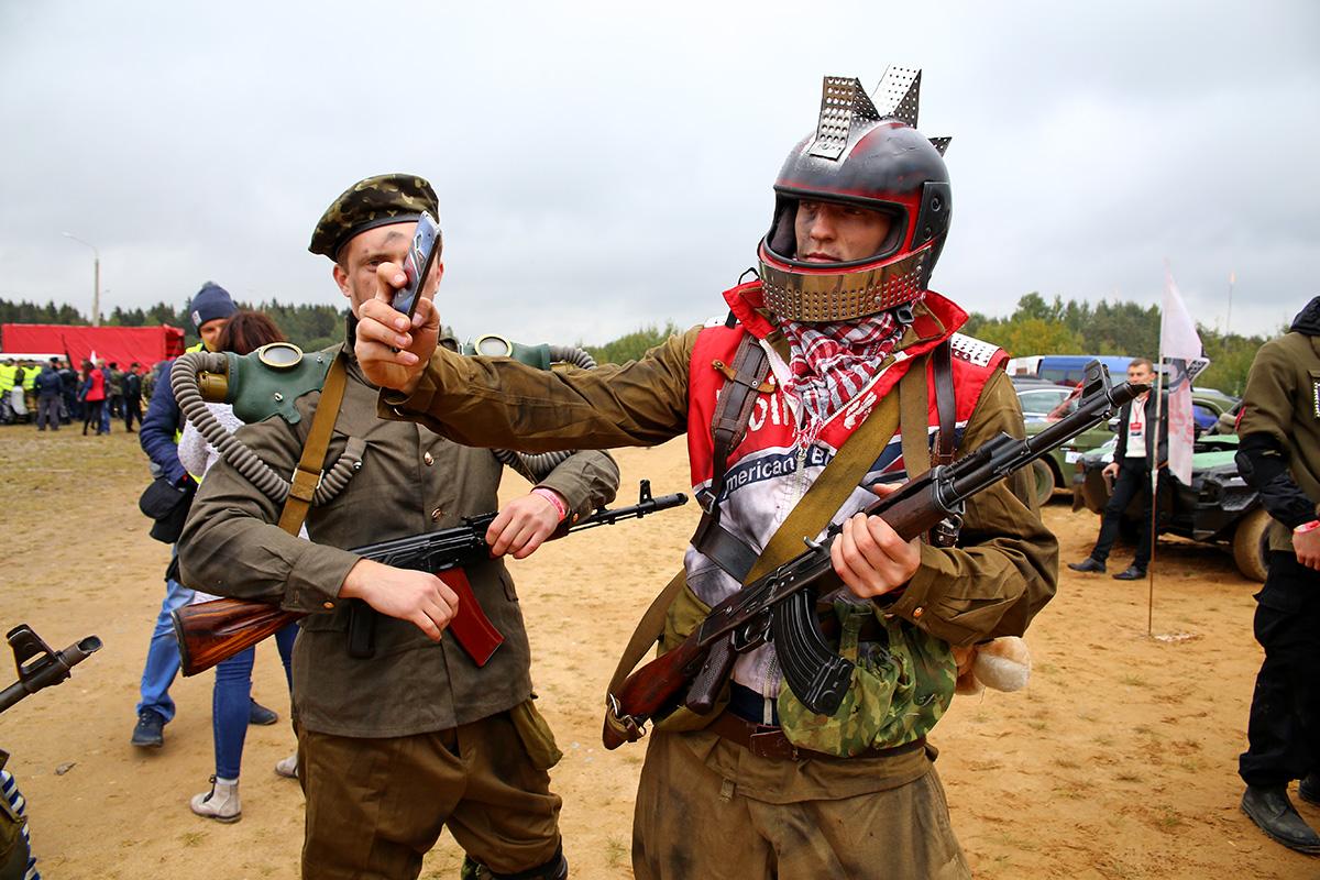 Участники шоу «Постапокалипсиса». Фото: Евгений ТИХАНОВИЧ