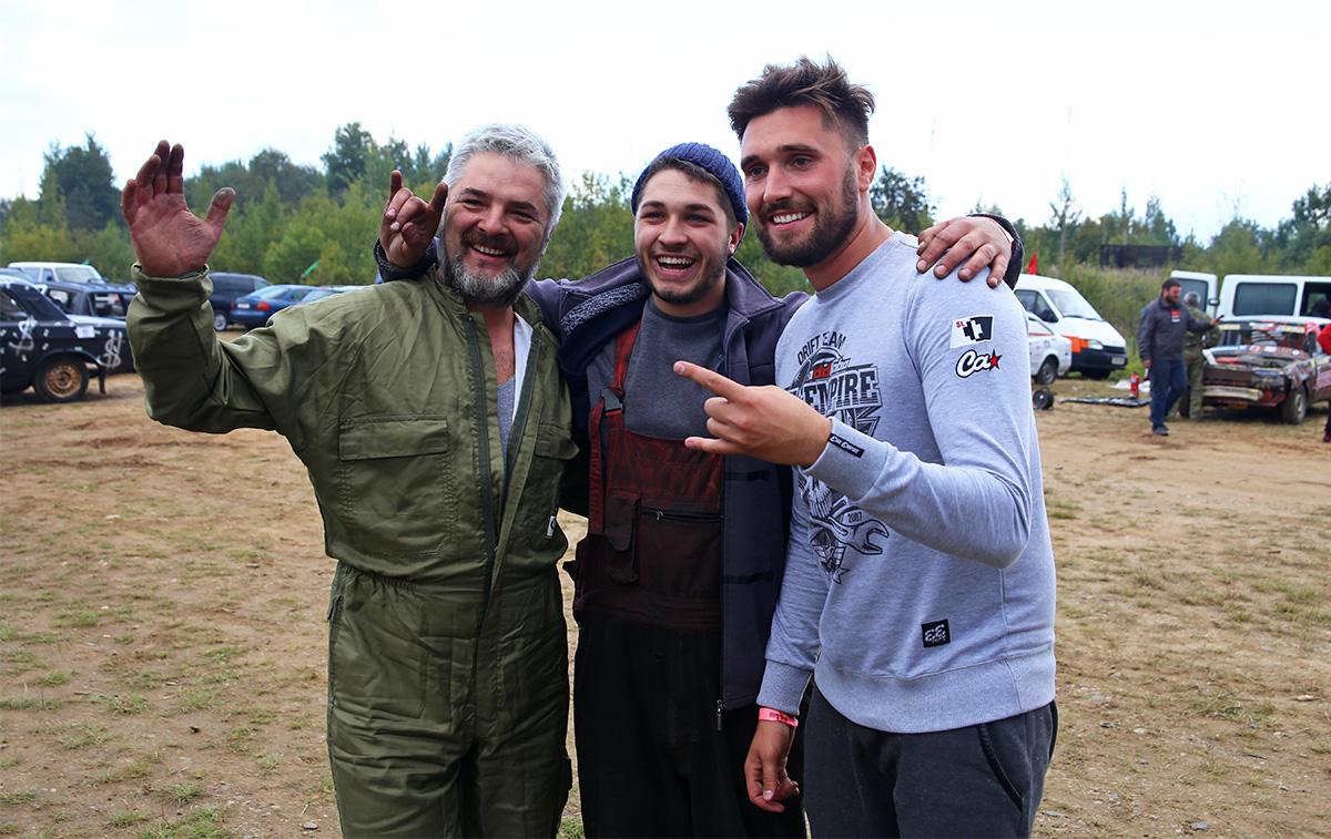 Леонид Павлюченко с сыном и Артемом Рыбакиным. Фото: Евгений ТИХАНОВИЧ