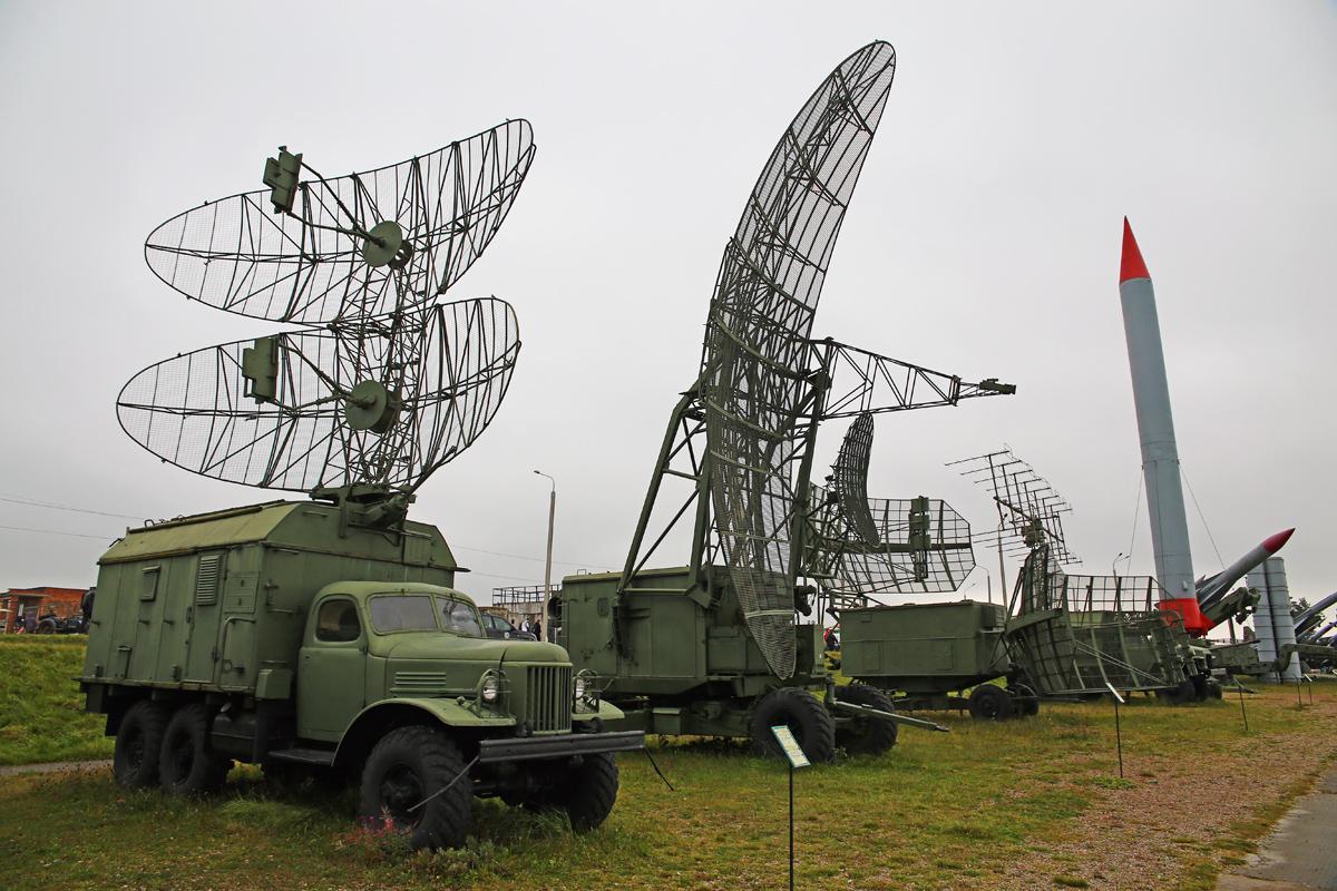 Радиолокационные станции и радиовысотомер.