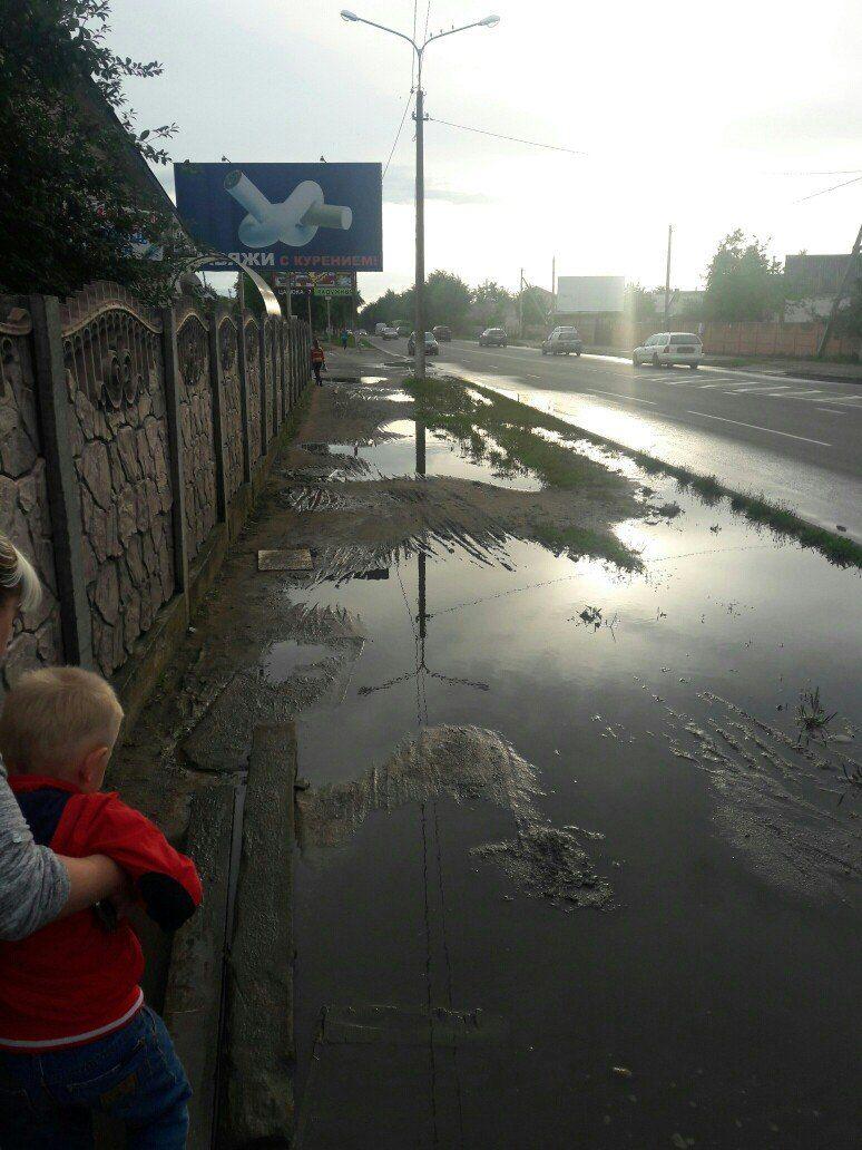 Тротуар на улице Тельмана. Группа ВКонтакте, Подслушано Барановичи