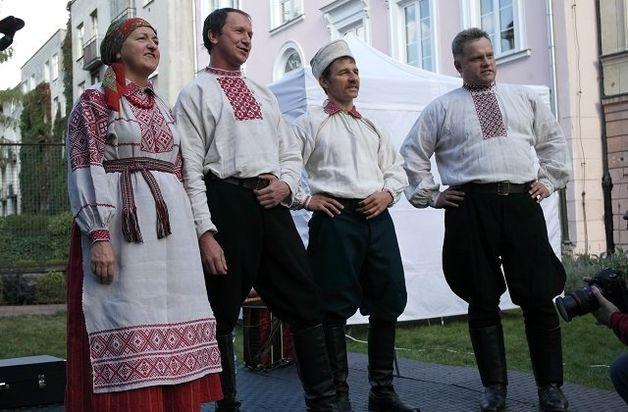 Выступление фолк-группы «Рада» на фестивале «Варшавская мозаика». Фото: Aliaksandr Papko / radyjo.net