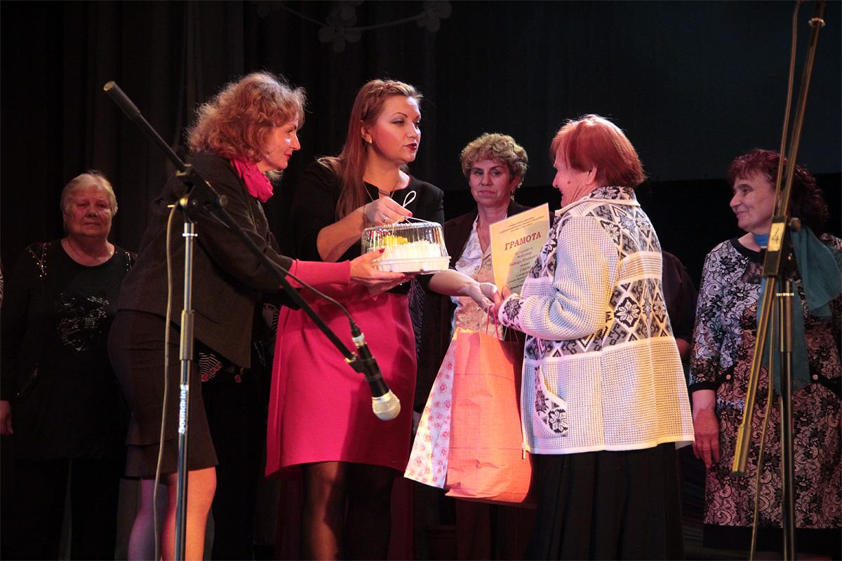 Надежда Мойсеенко, занявшая первое место в смотре-конкурсе «Лучший дворик г. Барановичи». Фото: Юрий ПИВОВАРЧИК