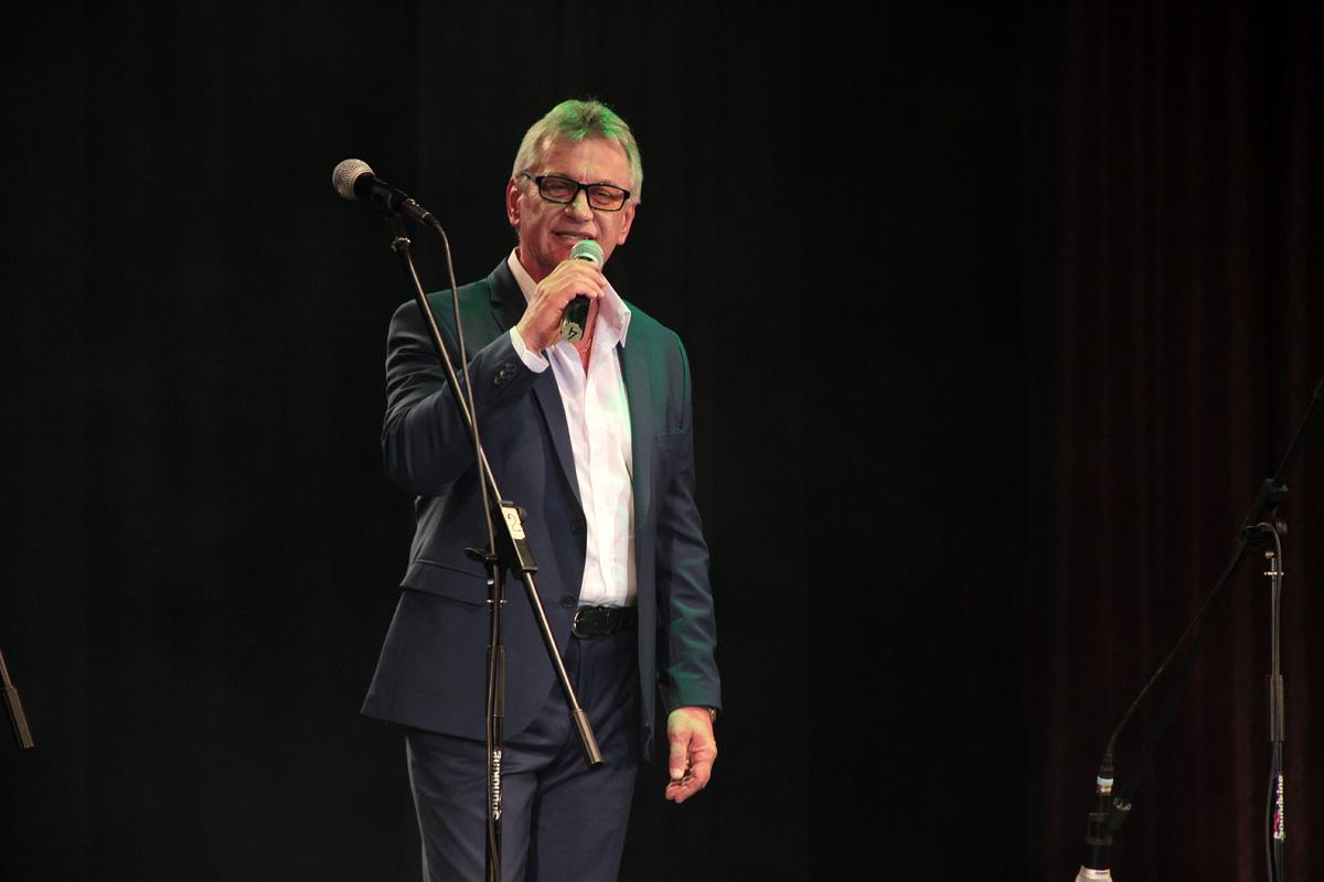 Федор Жиляк исполняет композицию «Барановичский вальс». Фото: Юрий ПИВОВАРЧИК