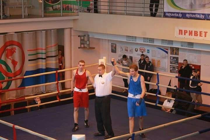 Егор Скоморох (второе место, с поднятой рукой – победа в полуфинале)