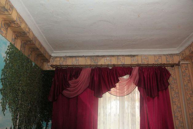Из-за дождя в спальне Светланы Саутиной теперь нужно делать ремонт. Фото: Юрий ПИВОВАРЧИК