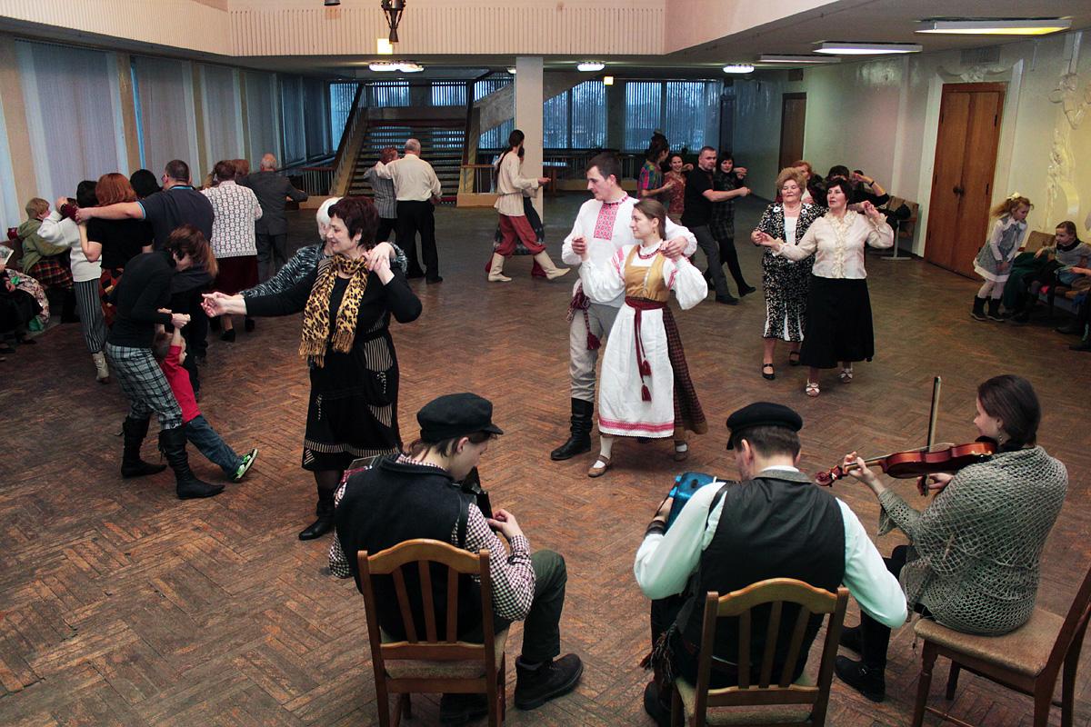 Школа беларускіх народных танцаў. Фота: Юрый ПІВАВАРЧЫК