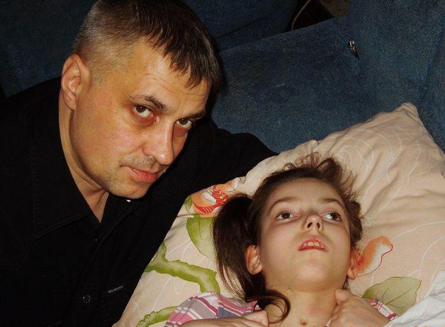Даша с папой. Фото: архив семьи СЛАБЧИК