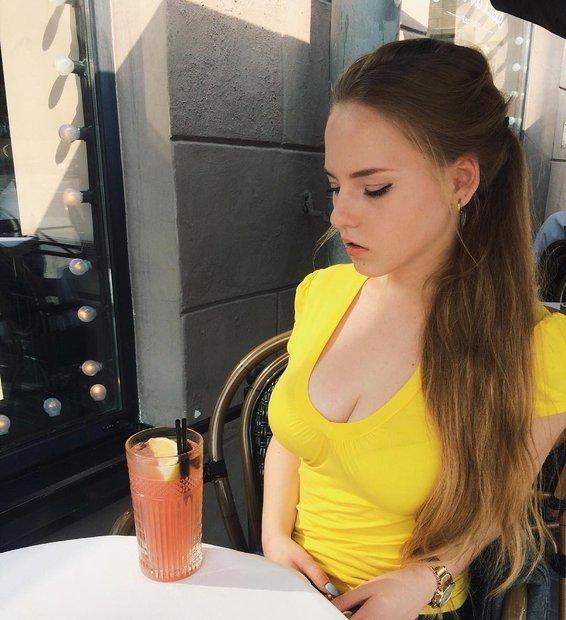 Английские СМИ признали жительницу Минска «самой горячей учительницей» вмире
