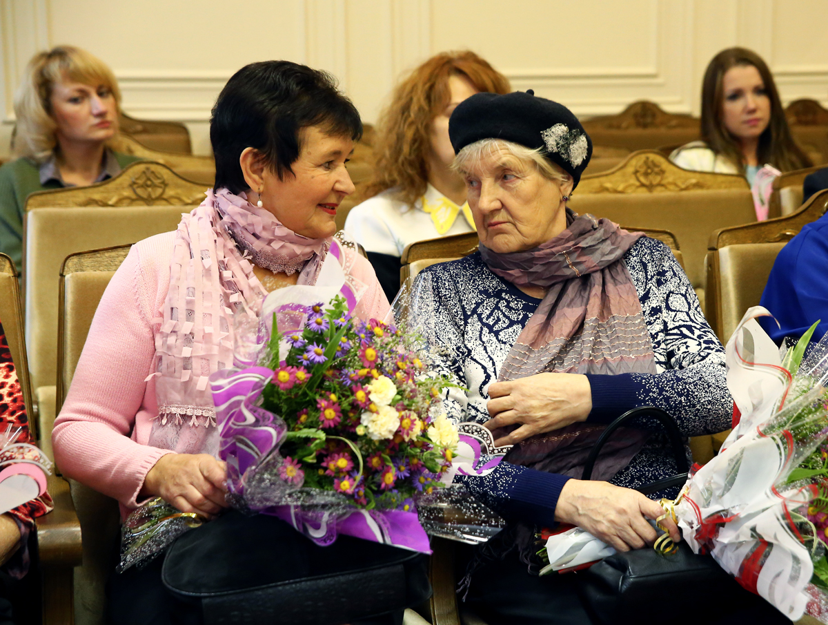Татьяна Новикова (слева) и Валентина Буза – матери воинов-афганцев. Фото: Евгений ТИХАНОВИЧ