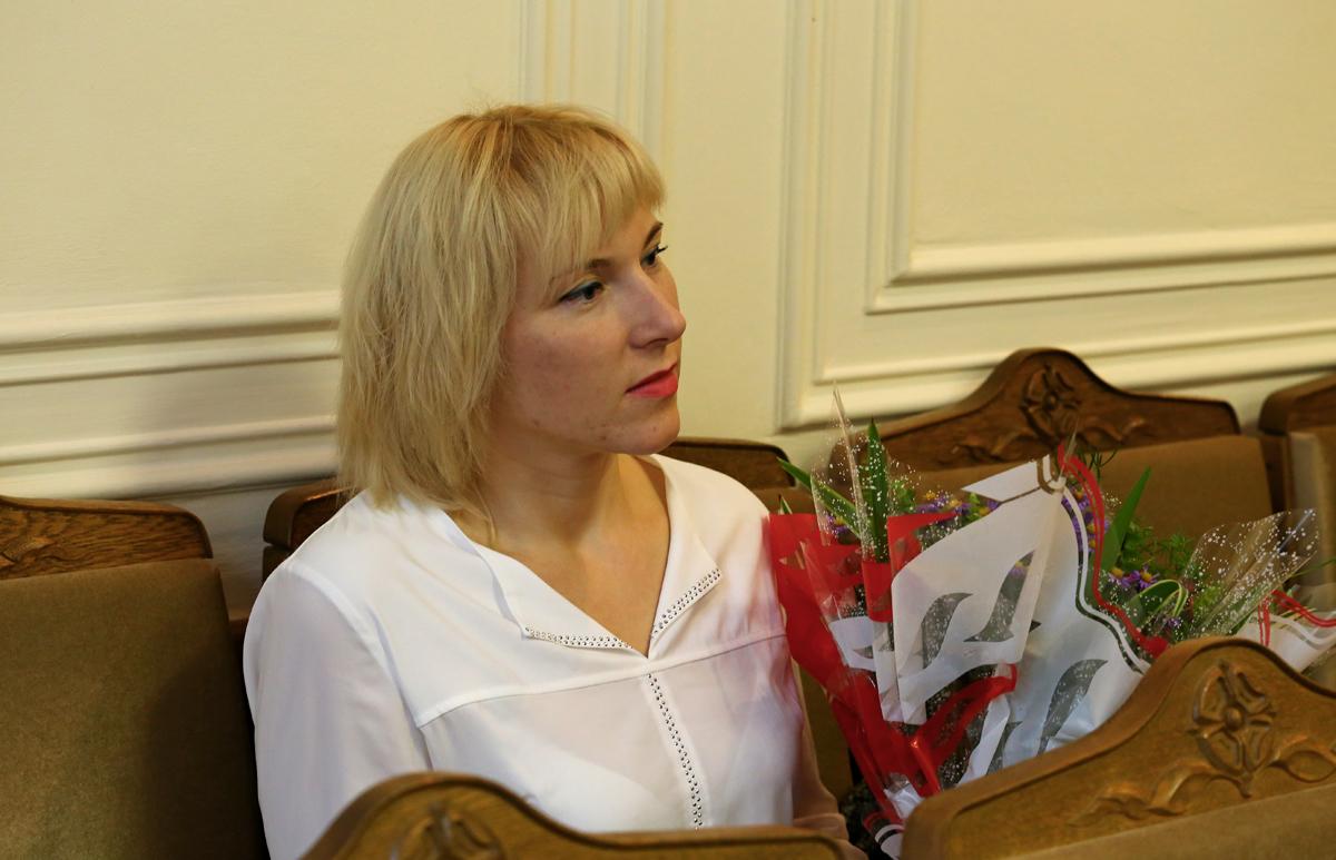 Светлана Гладкая, бухгалтер предприятия Торгмаш, мама двух дочерей и сына. Фото: Евгений ТИХАНОВИЧ