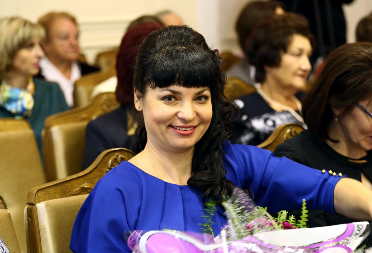 Людмила Живула, начальник отдела снабжения университета, мама четверых детей. Фото: Евгений ТИХАНОВИЧ