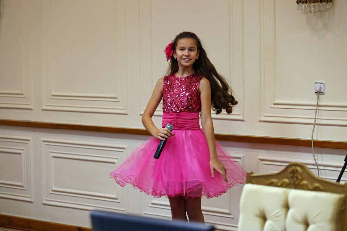 Велория Евменова исполняет песню Волшебный сон. Фото: Евгений ТИХАНОВИЧ