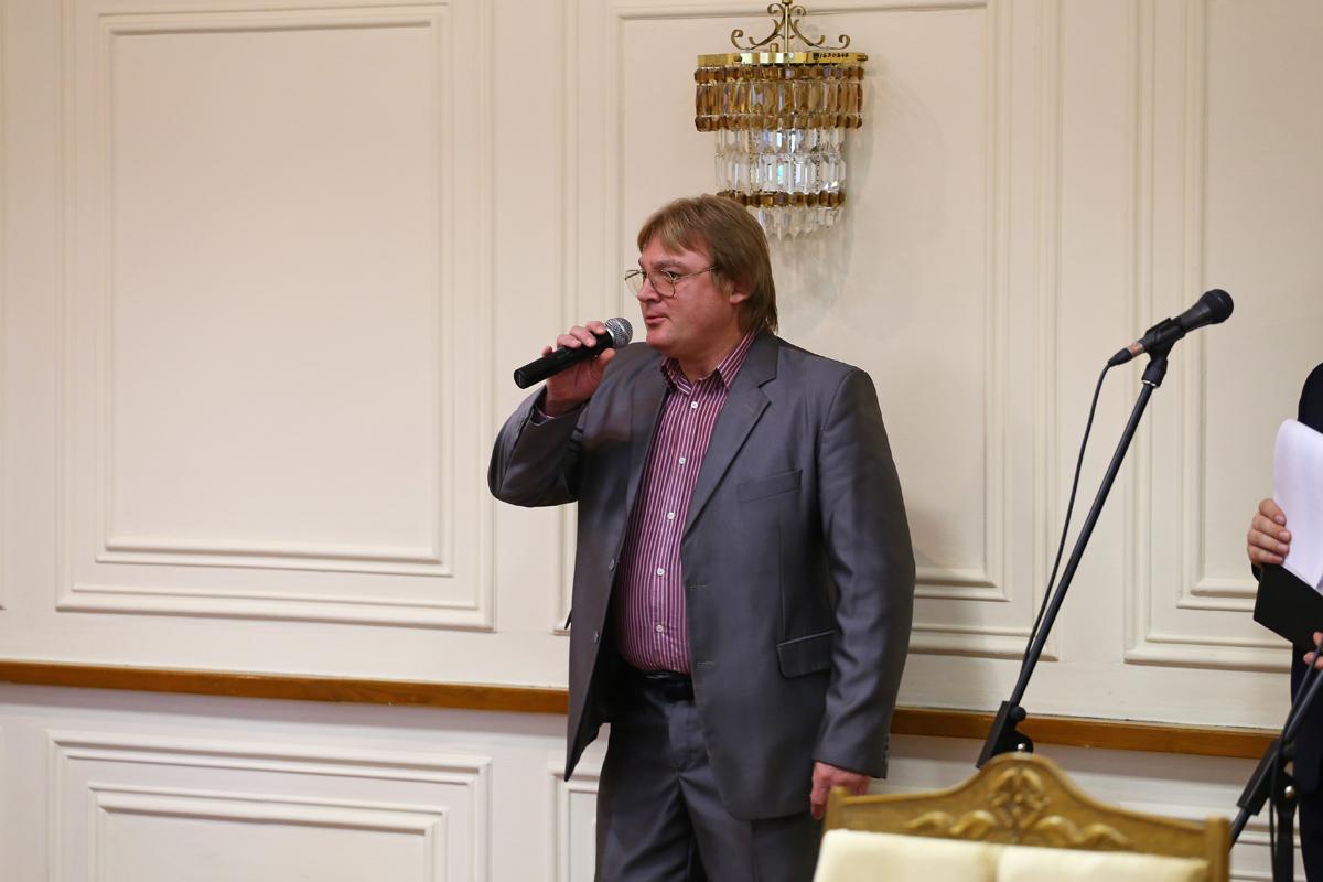 Музыкальное поздравление от Евгения Кардаша. Фото: Евгений ТИХАНОВИЧ