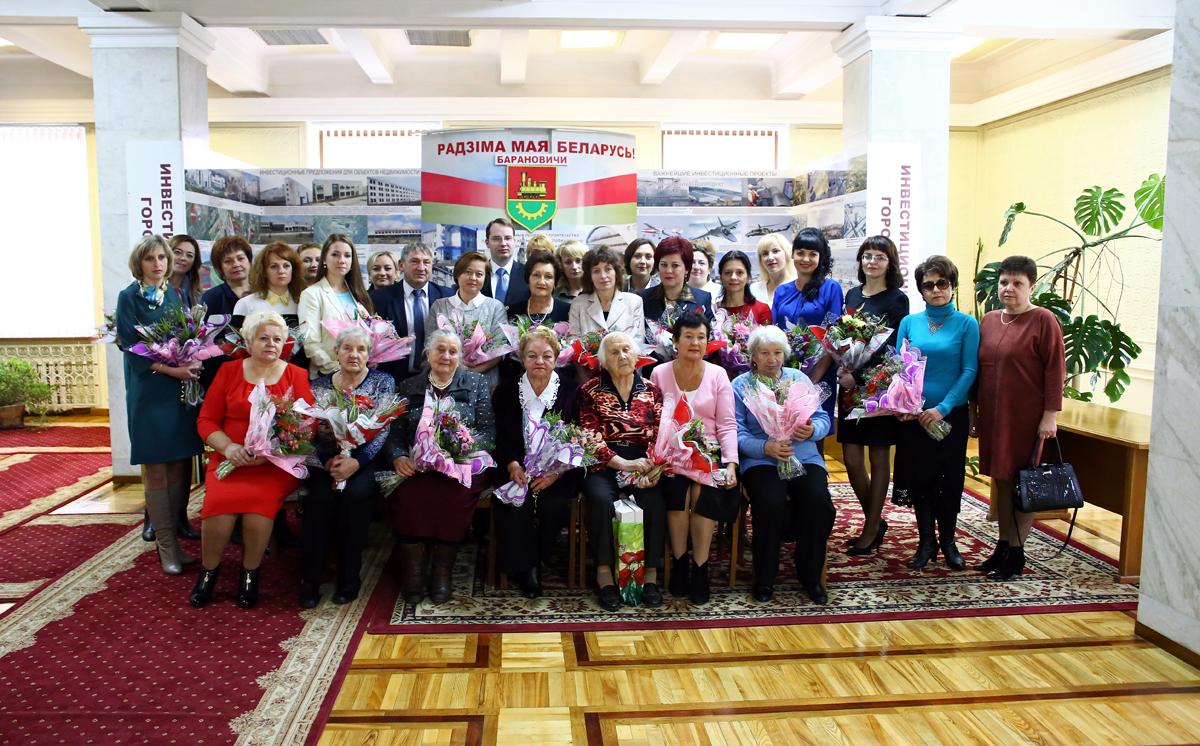 Торжественное мероприятие состоялось в горисполкоме в День матери. Фото: Евгений ТИХАНОВИЧ
