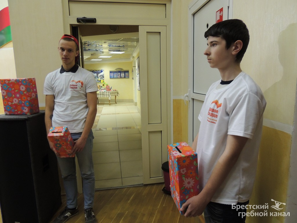 Волонтеры молодежного движения ОО «БРСМ» «Доброе сердце». Фото: пресс-служба Брестского гребного канала