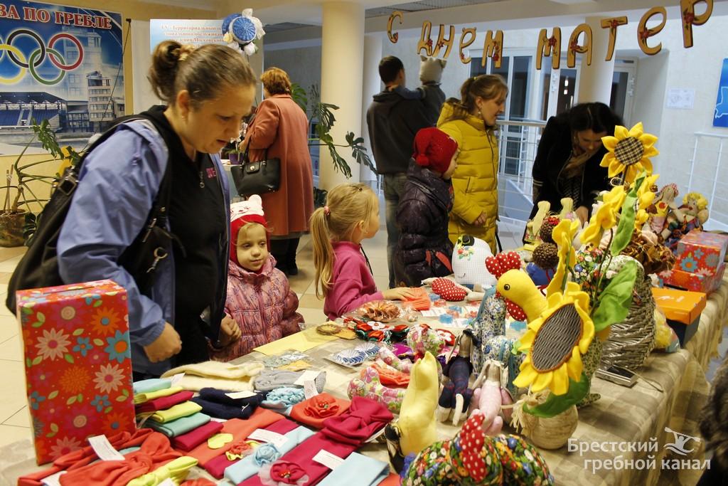 Благотворительная ярмарка. Фото: пресс-служба Брестского гребного канала