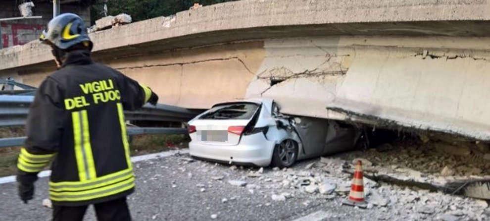 В Италии на проезжающие авто рухнул мост (видео)