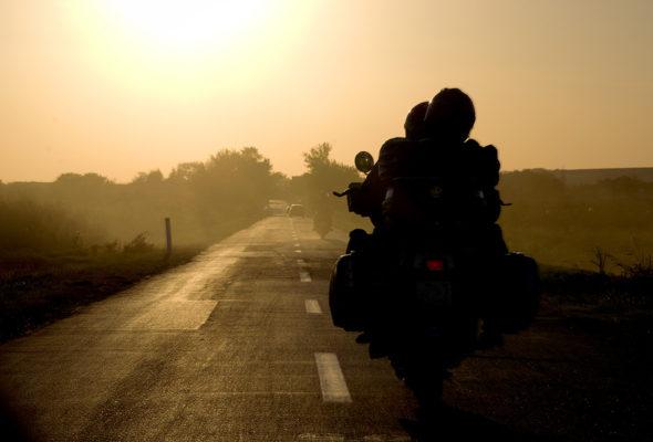 Голые байкеры проехали по ночным дорогам Москвы