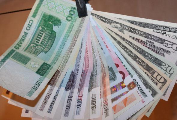 Лукашенко поручил правительству поддержать малоимущих пособиями и зарплатами