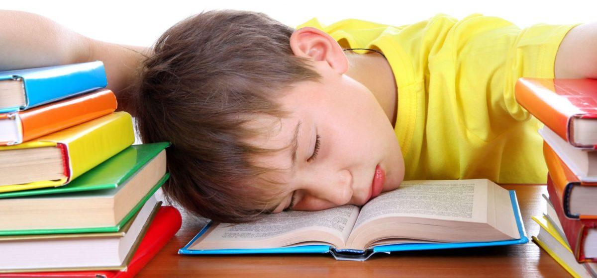 Барановичские педагоги и родители о переносе учебного дня в школе на 9 часов утра
