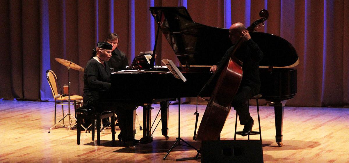 В Барановичах выступил с концертом ансамбль «Классик-джаз трио»