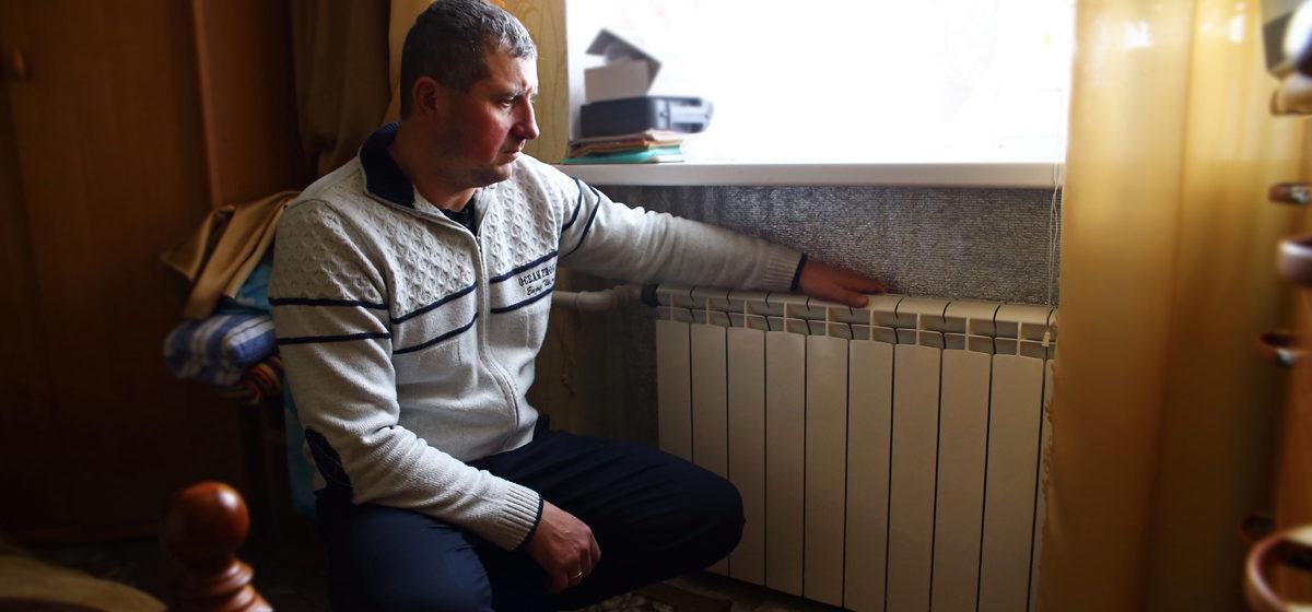 Надоело спать в одежде: жители квартиры на улице Репина в Барановичах ждут отопления