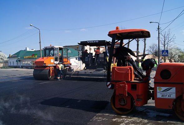 Денег на дорожный ремонт собирают больше, а средств на ремонт местных дорог направляют все меньше