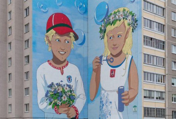 В Минске неизвестные пририсовали к граффити о дружбе Беларуси и России колючую проволоку